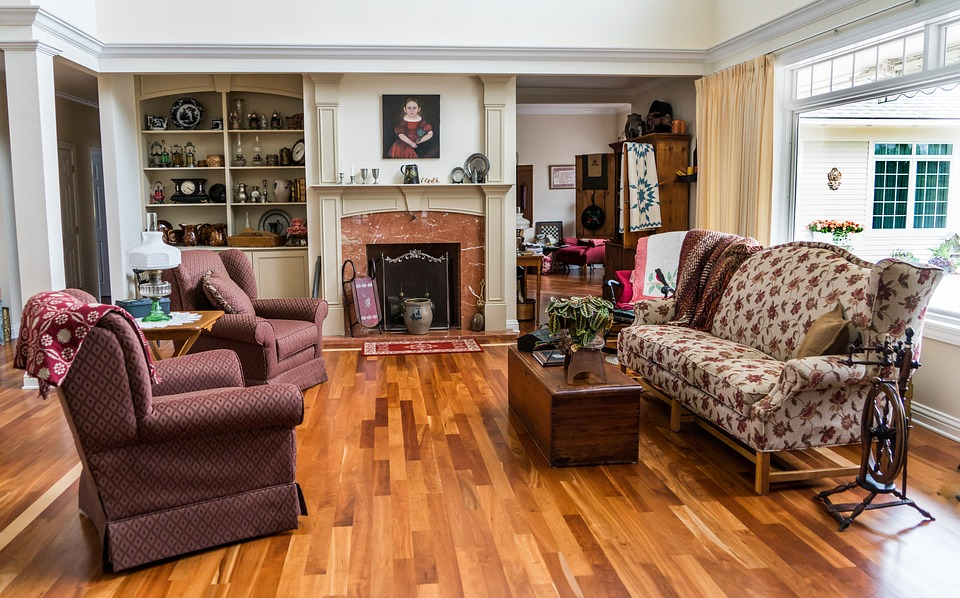 Beautiful and Clean Hardwood Floors Living Room