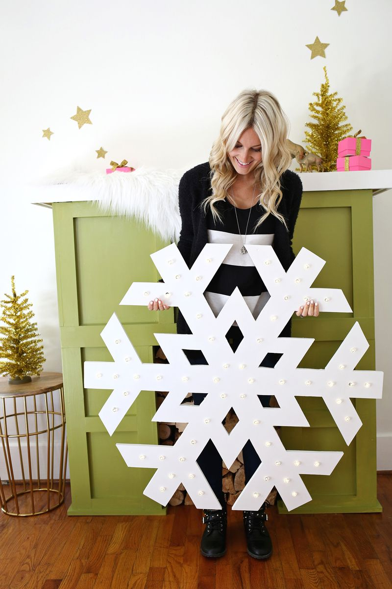 GIANT SNOWFLAKE LIGHT-UP MARQUEE